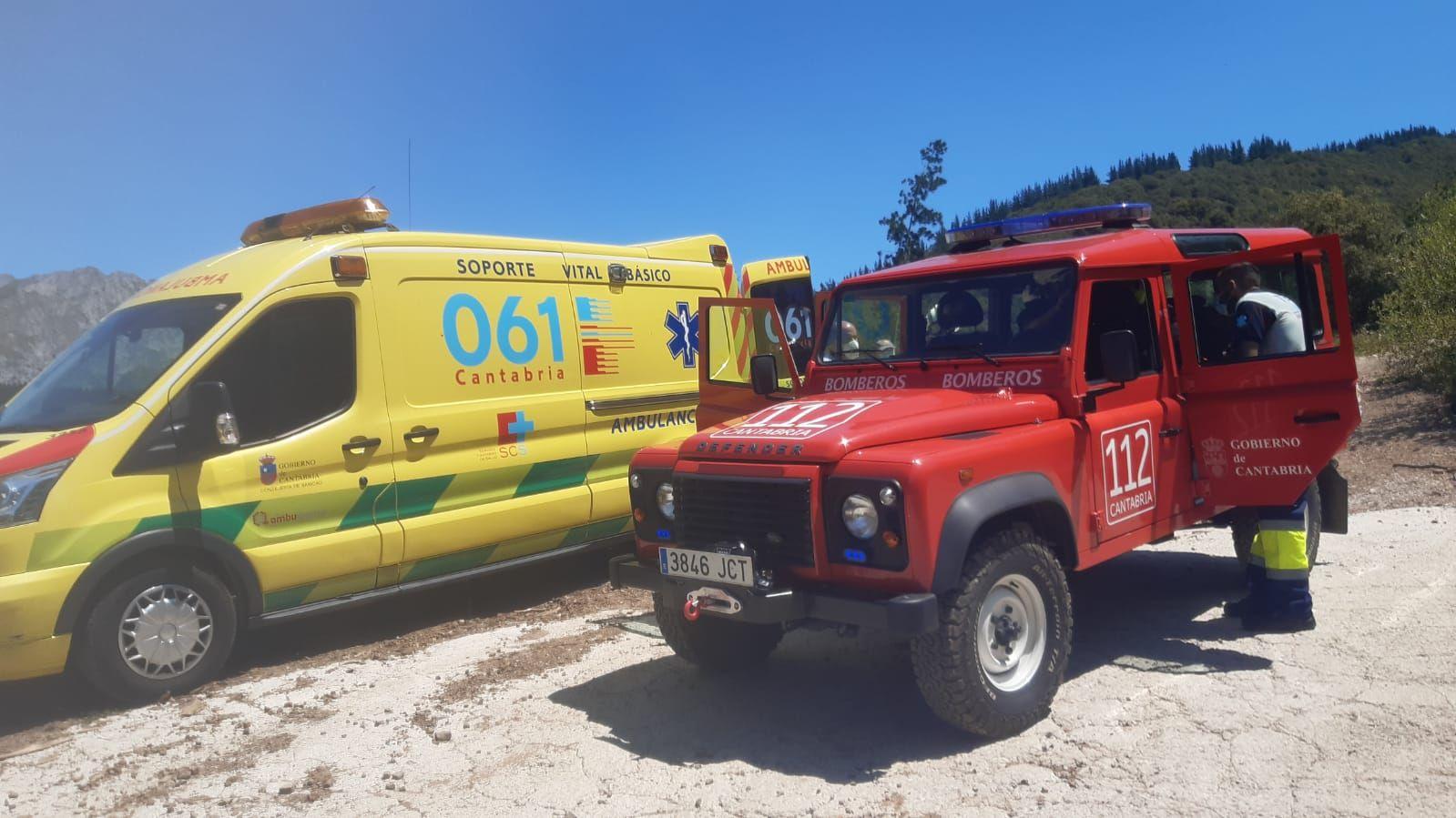 ambulancia y vehículo de bomberos