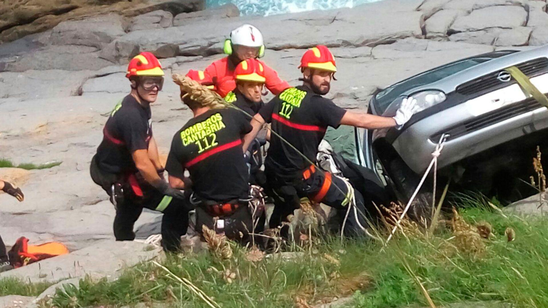 112 de cantabria rescate coche en costa