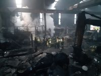 interior de la nave quemada